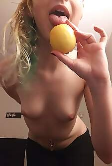 Shouldve had tree insurance because this whore just stole all of your lemons 🍋